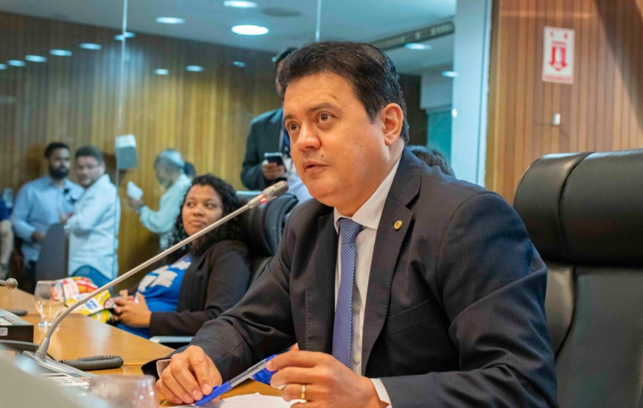 Rigo Teles propõe multa de 5 salários mínimos para quem divulgar fake news