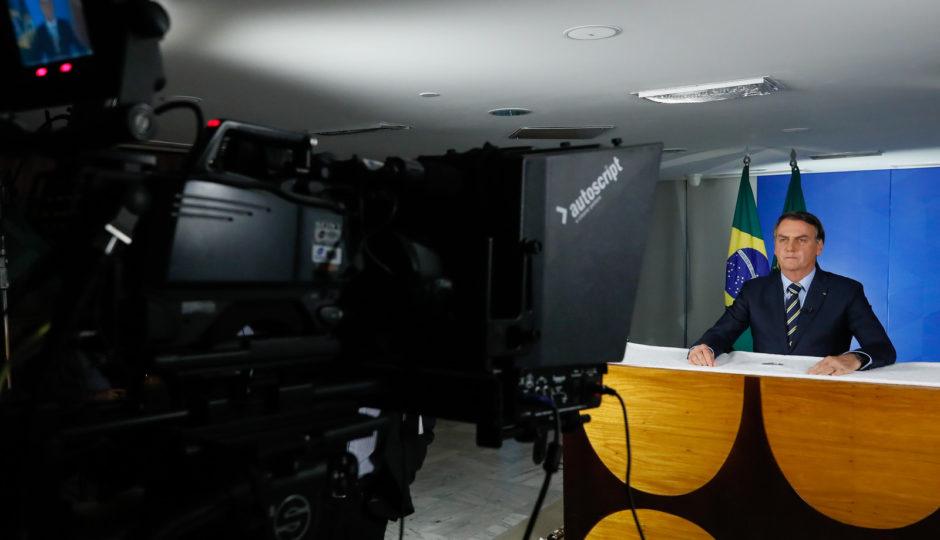 Em pronunciamento, Bolsonaro defende fim de quarentena e reabertura de comércio e escolas