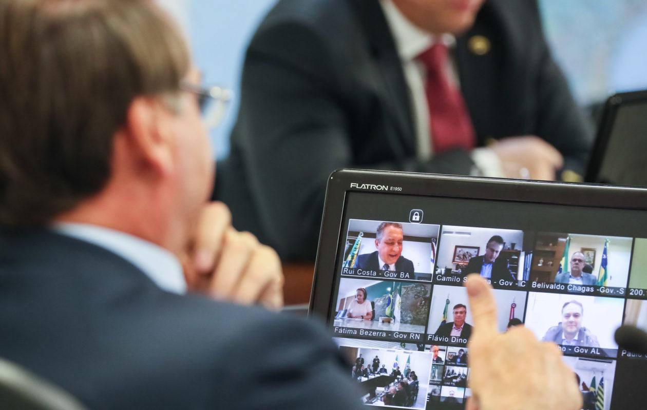 Coronavírus: Bolsonaro anuncia pacote de R$ 85 bi de auxílio a estados e municípios