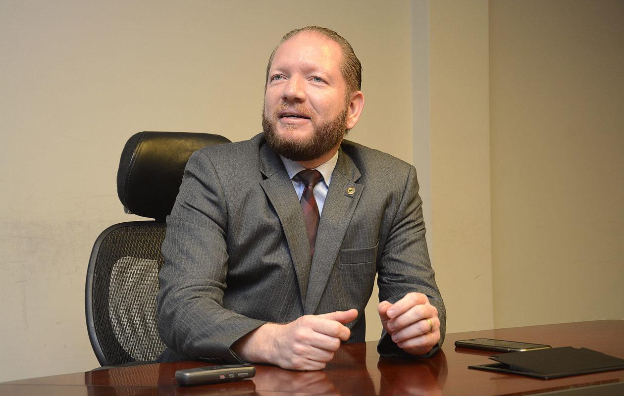 Coronavírus: Othelino Neto adia Assembleia em Ação em Itapecuru