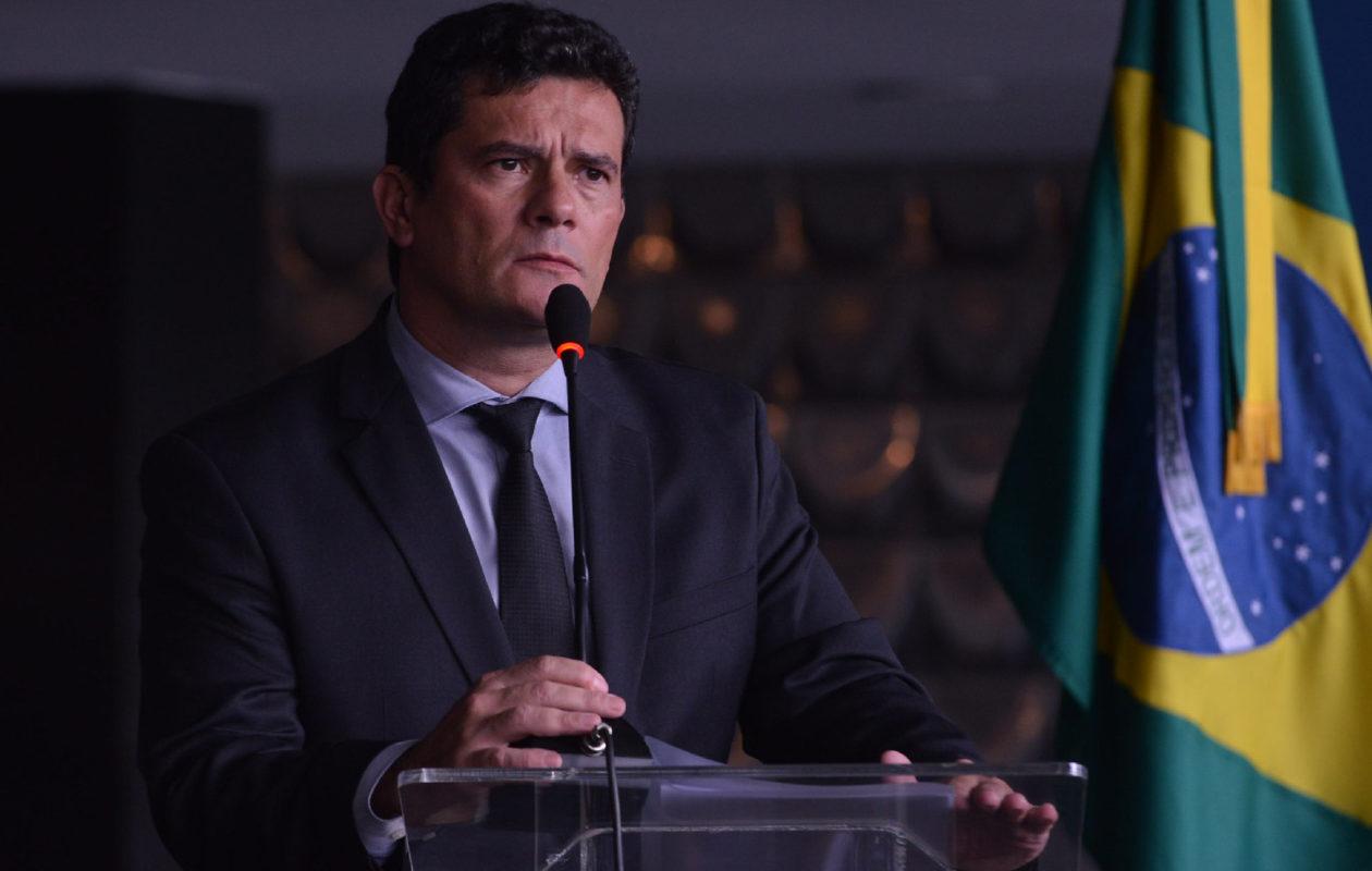 Moro diz que Bolsonaro quer interferir na PF e se demite