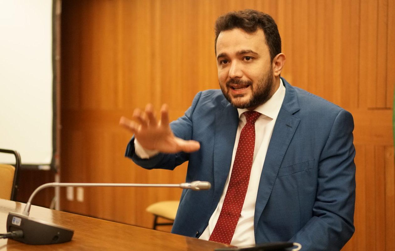 Sem citar Carlos Lula, Yglésio rebate desinformação sobre queda de casos de Covid-19