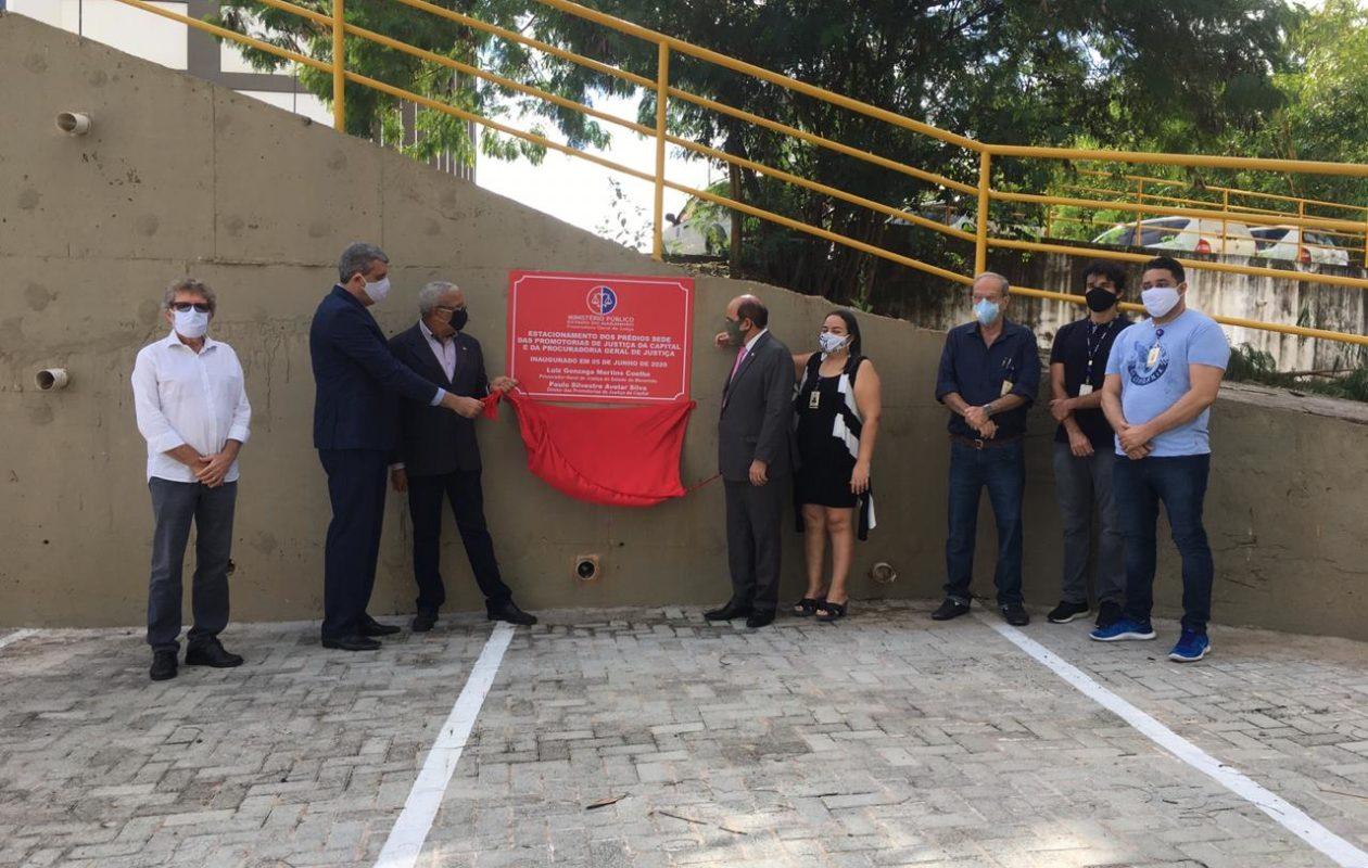 Em fim melancólico na PGJ, Gonzaga promove aglomeração e inaugura estacionamento