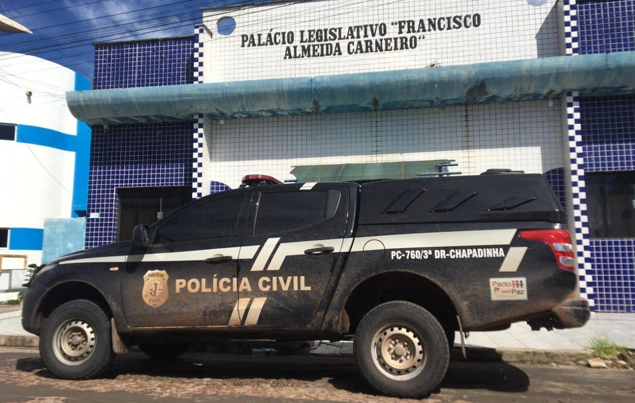 Polícia Civil faz busca e apreensão contra Vera Lúcia e na Câmara de Chapadinha