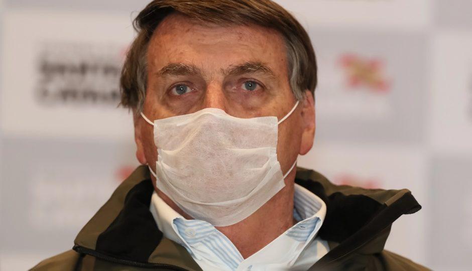Com sintomas da Covid-19, Bolsonaro faz novo teste para detecção da doença