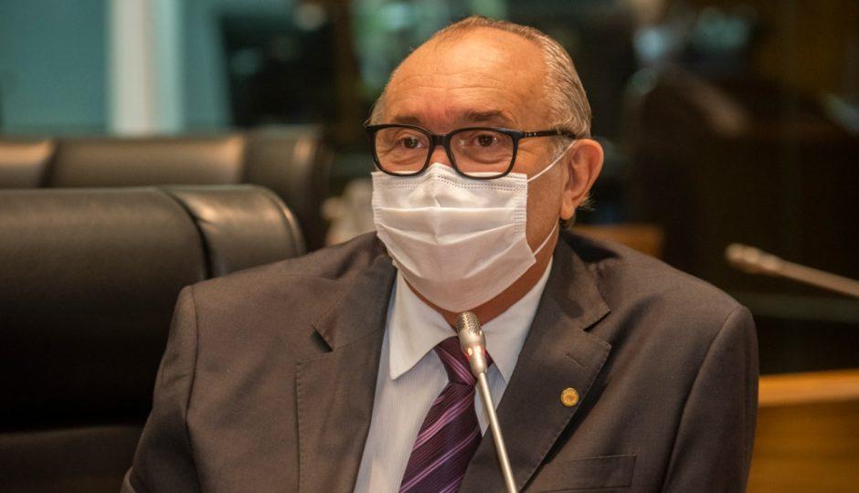 César Pires diz que governo maquia orçamento da saúde