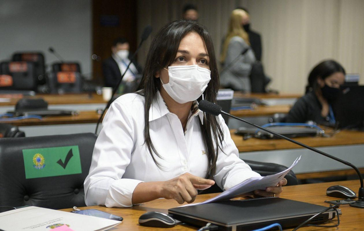 Eliziane protocola projetos para sustar decretos de Bolsonaro que facilitam acesso a armas