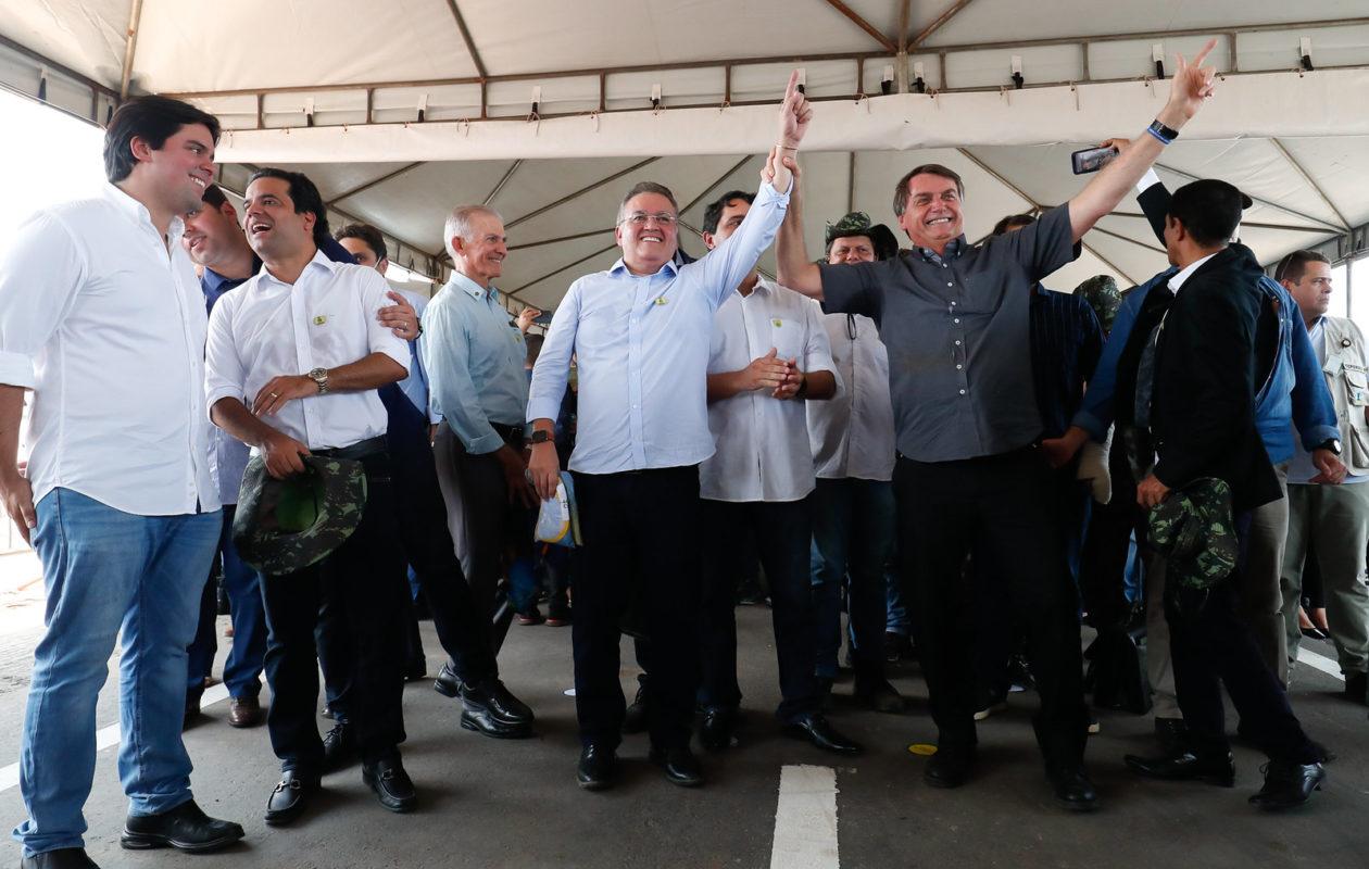Acompanhado de 10 parlamentares do MA, Bolsonaro faz piada de tom homofóbico: 'virei boiola, igual maranhense'