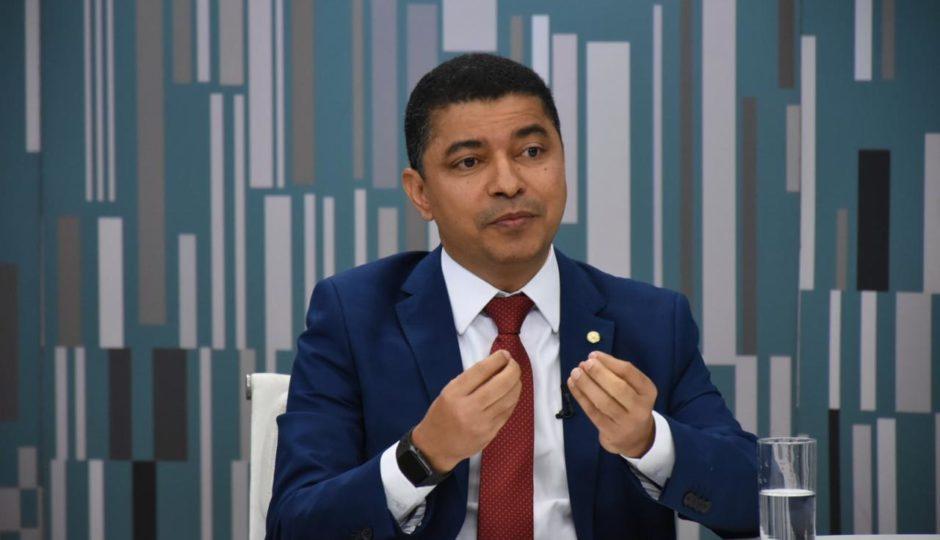 Bira assina CPMI para apurar se houve omissão do governo Bolsonaro na pandemia
