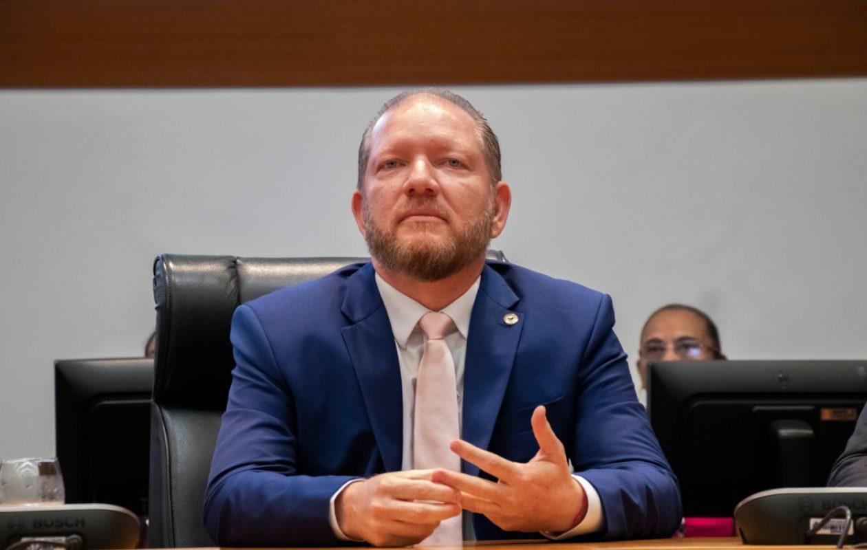 Ameaça de cassação da chapa Dino-Brandão pelo TSE abre discussão sobre Othelino no Palácio dos Leões