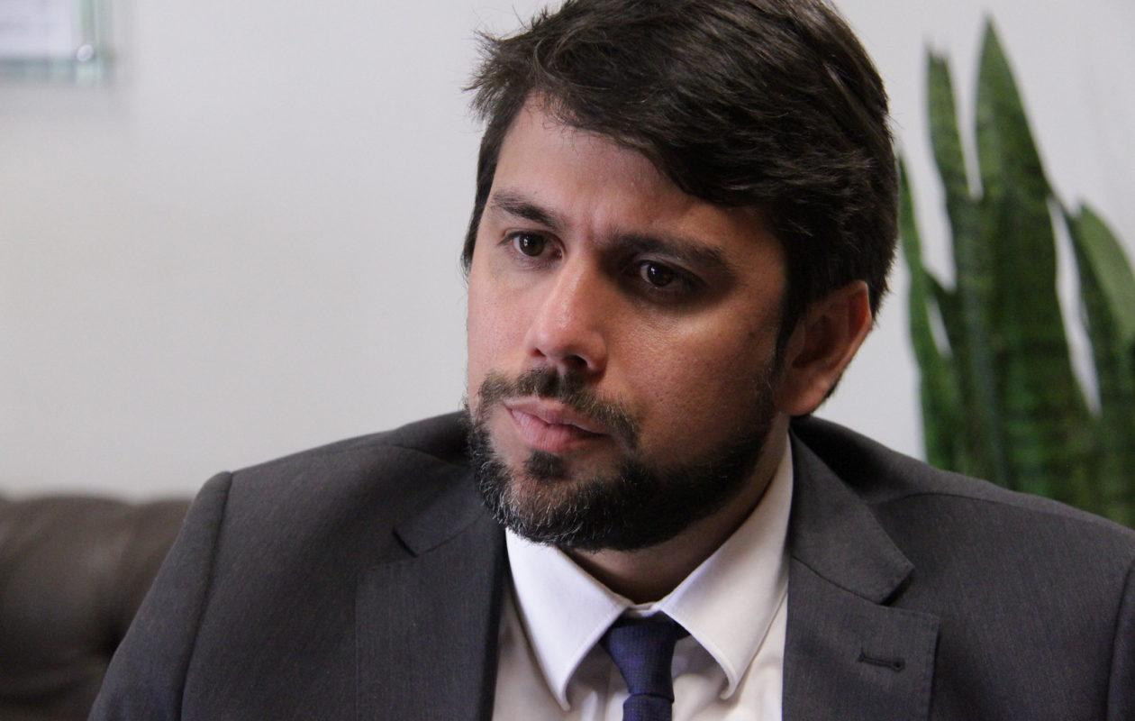 'Saio em pé', diz Pedro Lucas sobre anúncio de Roberto Jefferson de punição do PTB