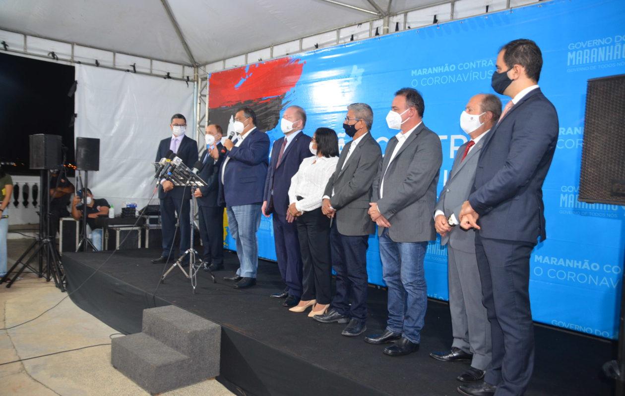 Negacionista, Dino imita Bolsonaro, expõe chefes de outros Poderes no MA e prioriza economia