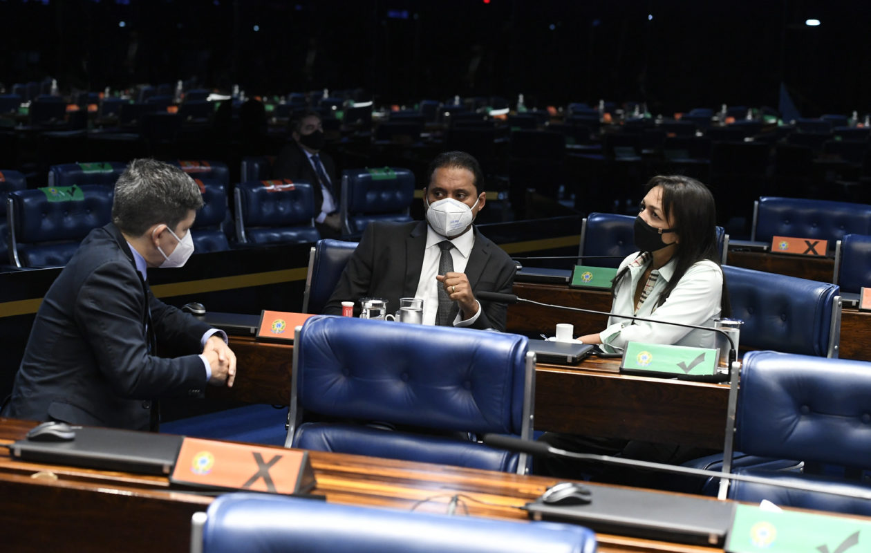 Pelo MA, Eliziane e Weverton assinam pedido para criar CPI da Covid-19 no Senado