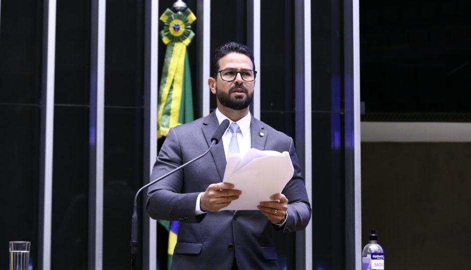 Sob relatoria de Gil Cutrim, Câmara aprova projeto que abre caminho para privatização dos Correios